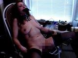 Amateurvideo Pussy-Folter auf dem Gyn-Stuhl von EROnight
