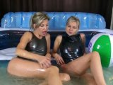 Amateurvideo Mit Christina in Hydrasuits im Pool from sexyalina