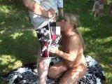 Amateurvideo Public am See, Sperma und Pisse geschluckt! von RosellaExtrem