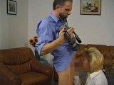 Amateurvideo kellnerin Rosi,bläßt meinen Schwanz hart !! von Buddy64