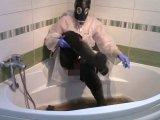 Amateurvideo Freitagmorgen in Gummi, Teil eins: Waders waschen von bondageangel