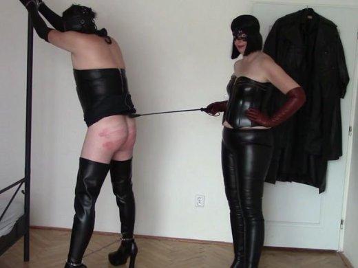 Herrin Angela und ihr Ledersklave Teil Auspeitschen