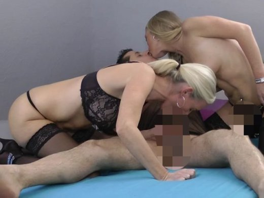 "Amateurvideo ""Doppel-Blond"" mit Sperma-Dusche from DirtyTina"