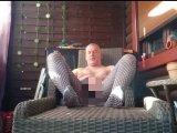 Amateurvideo Entspannung in Nylon  bei einem Zigarillo 2 ** Outdoor ** von nylonjunge