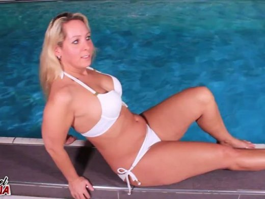 Amateurvideo Public Fick im Schwimmbad, riskanter Fick am Beckenrand from Annabel_Massina