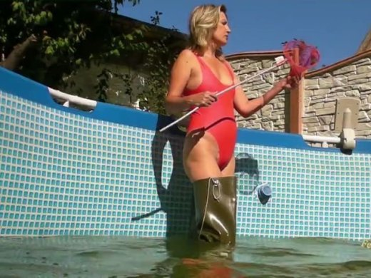 Pool sauber machen in Latex und mit Waders